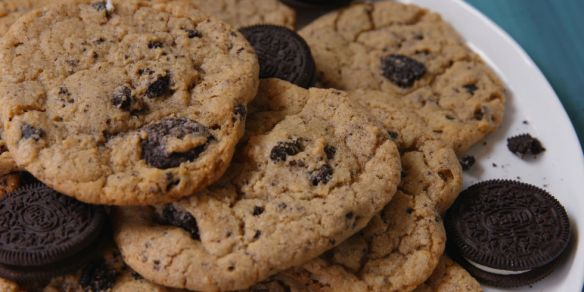 delish-oreo-chip-cookies-lanscape